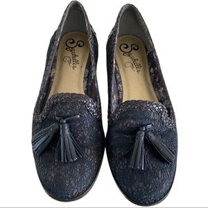 Black lace style loafers with tassels VGUC size 6